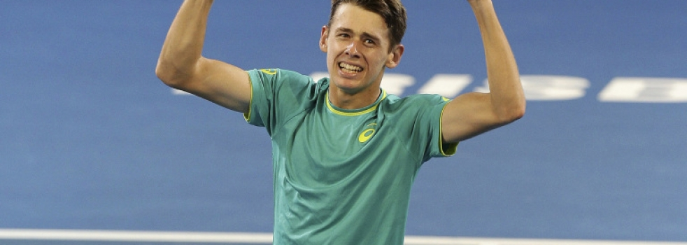 Australian teenager Alex de Minaur shows plenty of promise in upset win in Brisbane International